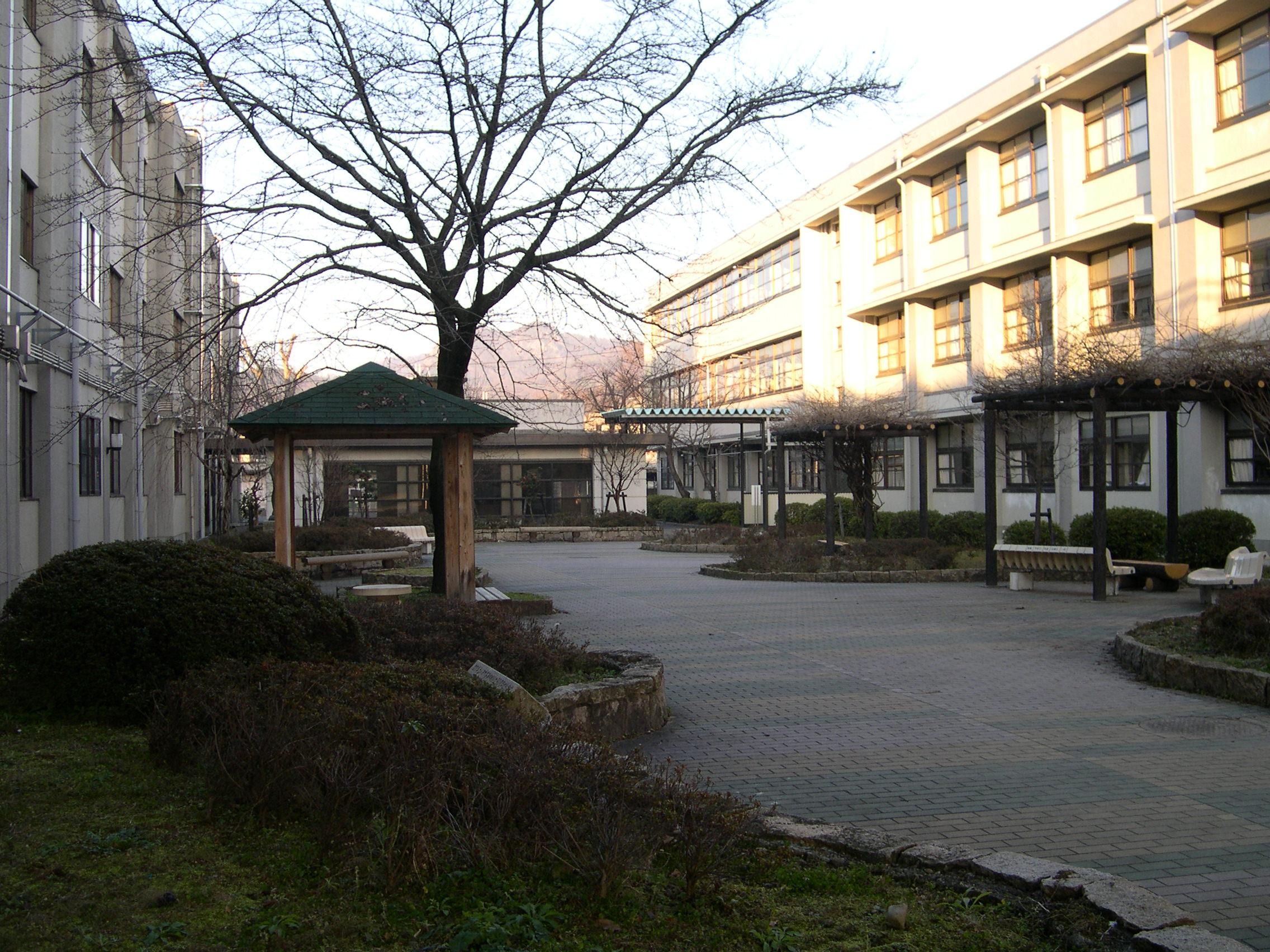 八日市高等学校